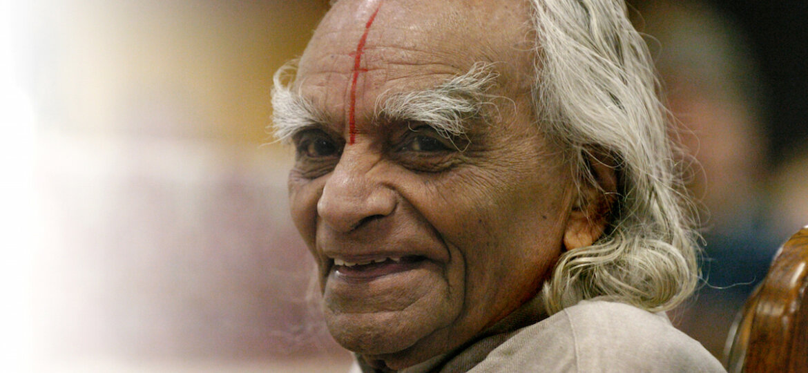 ESTES PARK, COLORADO-SEPT. 28, 2005-Sri B.K.S. Iyengar, recognized world-wide as a yoga master, taught an Iyengar Intennsive class to 800 students at The 10th Annual Yoga Journal Colorado Conference in Estes Park. Mr. Iyengar is the world's foremost livin