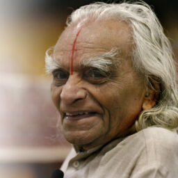 ESTES PARK, COLORADO-SEPT. 28, 2005-Sri B.K.S. Iyengar, recognized world-wide as a yoga master, taught an Iyengar Intennsive class to 800 students at The 10th Annual Yoga Journal Colorado Conference in Estes Park. Mr. Iyengar is the world's foremost living yogi and lives in India. He is 86 years-old and says that this is his last American trip to teach his pratice. Mr.Iyengar sits in a chair at the stage and greets the students at the beginning of the last day of the Iyengar Intensive class on Wednesday. (LYN ALWEIS/THE DENVER POST)