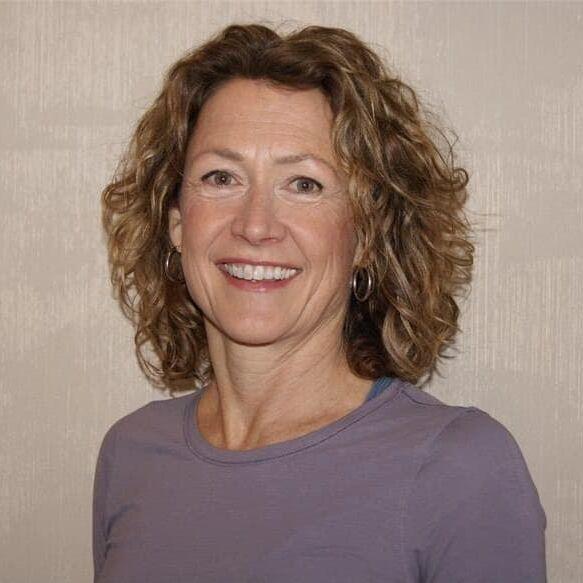 Julie Welle headshot.
