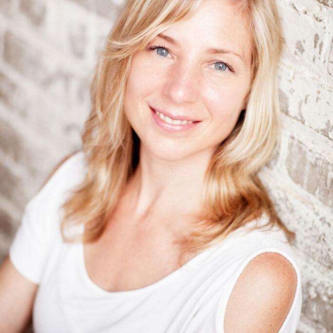 Wendy Brom headshot.